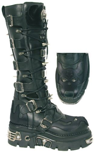 PRODUCT CODE: FW536 NEW ROCK 161-S1 REACTOR BOOTS  WEBSITE: http://www.pennangalan.co.uk/boots/FW536.php  Knee-high boots made from solid leather, fastening to the side with six buckles/straps that hold the front panel in place. There are spikes down the front and to the rear of the boots, ...