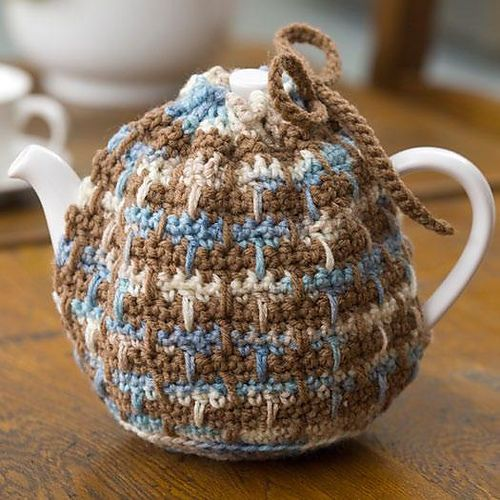 "Ravelry: Drawstring Tea Cozy pattern by Joan Barnett. Free pdf download.  supplies: TLC ""Essentials"": 1 sk ea Taupe A + Serene B.  Hook: H/8/5mm   Cozy fits most teapots. Skill Level: Easy"