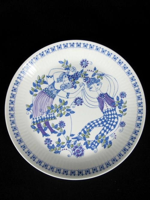 Figgjo of Norway, Lotte design. I collect this pattern. Love it!