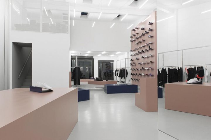 The merchandise is obviously pretty exclusive, and features a fine selection of footwear, apparel pieces and accessories by Adidas brands Y-3, Adidas by Stella McCartney and sports performance as well as Adidas' collabs with Kanye West, Pharrell Williams,Raf Simons, Rick Owens and Kolor from Japanese designer Junichi Abe.