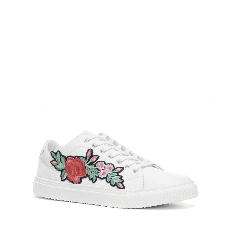 Witte embroidery sneakers  Description: Deze witte embroidery sneakers zijn trendy! De sneakers zijn voorzien van een bloemenprint aan de buitenzijde van de voet.. De sneakers hebben een binnen- en buitenzijde van leer voor een heerlijke pasvorm. Draag de sneakers onder een skinny of straight jeans voor een stijlvolle look. De maat valt normaal.  Price: 69.99  Meer informatie  #manfield