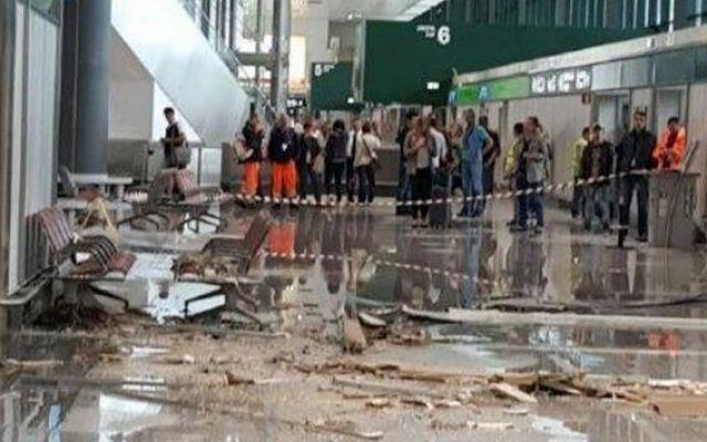Disagi a Malpensa e Ciampino, un venerdì nero! Come previsto, il maltempo ha colpito la Lombardia e Milano causando disagi anche a Malpensa, dove è crollata una parte della controsoffittatura. Una bomba d'acqua si è riversata su Malpensa. In un' #malpensa #ciampino #milano #roma