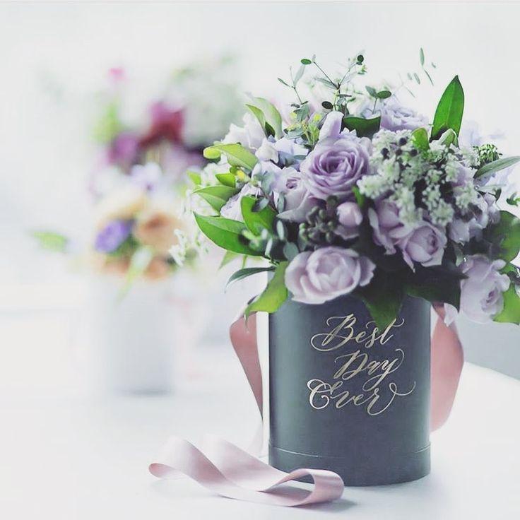 大阪✨ホテル日航大阪の日比谷花壇のフローリストさん @nishikawajumpei もボックスを使った素敵なフラワーデザインを作ってくださってありがとうございます 四国の愛媛で育った僕は、日本のどこにいても、オシャレでクオリティの高いお花を提供したい。そして、もっとお花が日本に溢れると嬉しいです✨ 三原 ●グランツリー武蔵小杉にてボックスフラワーポップアップストア展開中。12月8日〜12月27日。 ●類似品の販売はお控えくださいませ円柱型に入った花箱は全て特許庁の意匠登録をしております。 ●WEB販売開始、プロフィールをご覧下さい。 ●僕の花箱 12月から全国の日比谷花壇28店舗で販売開始 ●オリジナルメッセージ箱、お問い合わせは僕のDMまで。 ●画像は全て撮影したオリジナルです、人物以外の写真はご自由にお使いください。 #パッケージデザイン #プリザーブド #グランツリー武蔵小杉 #ウェルカムボード #ウエディングフォト #ブライダルフォト #前撮り #ウェルカムスペース #フラワーボックス #ウェルカムボード #日比谷花壇 #ウエディング #グラフィックデザイン #...