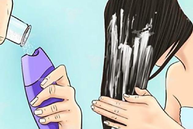 Metti un pugno di sale (grosso) nello shampoo prima di