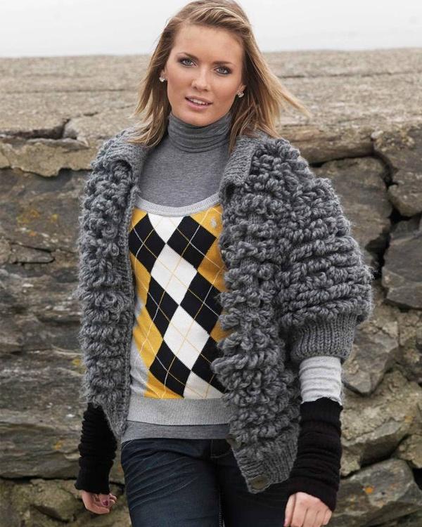 Kofta med öglor #vikingofnorway #knittingroom #stickat #garn #kofta