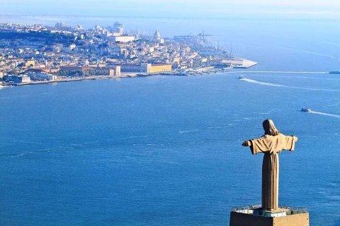 Lisboa. Cristo Rei e o rio Tejo