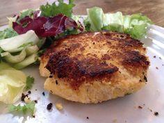l'hamburger di lupini è un secondo vegan leggero ma ricco di nutrienti che, con un'insalata e una fetta di pane, è un piatto completo