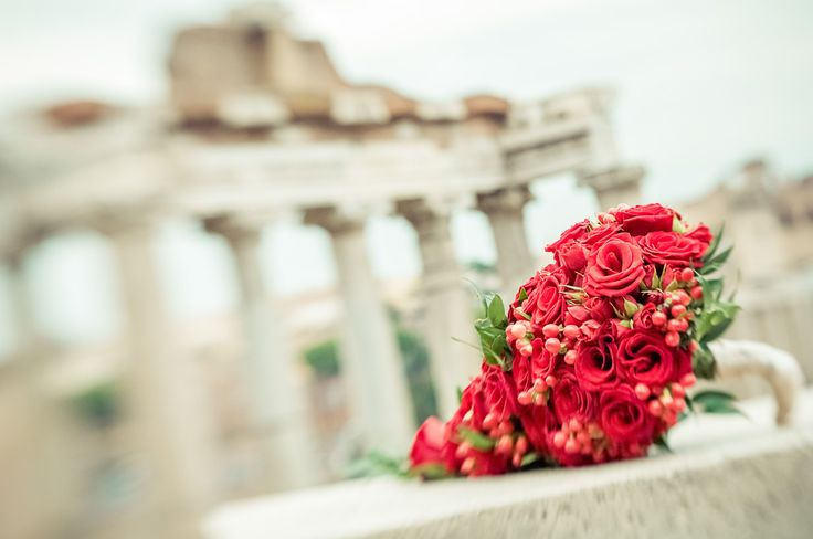 Red roses, branched roses and red berries