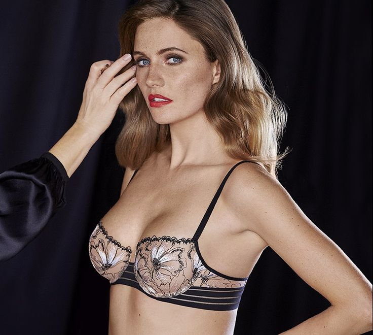 Step into the world of Simone Pérèle: discover unique lingerie and swimwear creations; learn about...