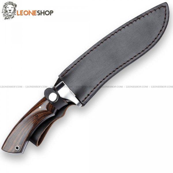 Coltello da Caccia a lama fissa BLACK FOX Knives Italia, coltelli da caccia con lama in acciaio inox 440A di altissima qualità con finitura satinata - HRC 55/57 - Lunghezza lama 18,5 cm - Spessore 6 mm - Mostrine in acciaio inox 430 con finitura satinata - Manico in Pakkawood un materiale ingegnerizzato a base di Legno/Plastica molto simile al legno vero - Lunghezza totale 31,5 cm - Dotato di elegante fodero in cuoio marrone...