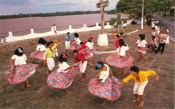 Carimbó - Danse du nord du Brésil. Influence africaine. http://www.terrabrasileira.com.br/folclore2/e21carimb.html