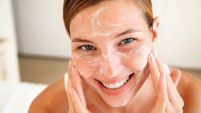 Your oily skin still needs moisturizing. Surprised? Learn why moisturizing is one of the best oily skin care solutions, plus 2 natural skin moisturizer recipes.