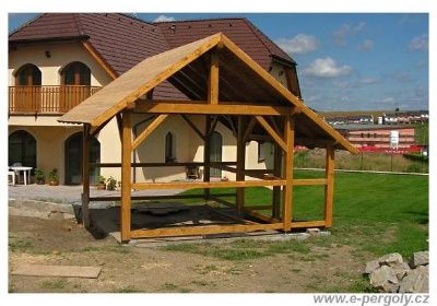 Zakázkový altán s přístřeškem na dřevo - foto 1