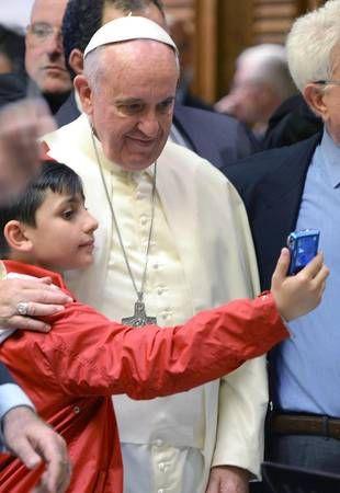 """Pape François - Pope Francis - Papa Francesco - Papa Francisco : 31 mai 2014, le Pape accueille """"le train des enfants"""""""