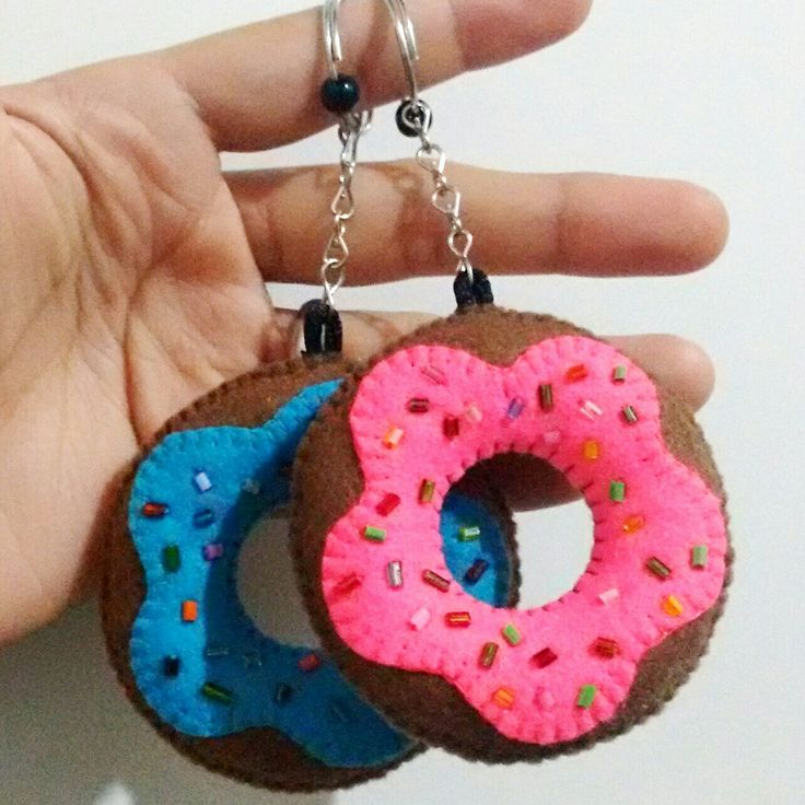 Donuts em feltro. Facebook.com/ddartesanatoss