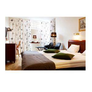 Best Western Kom Hotell Stockholm - Fräscha luftiga rum på Hotell Kom i Stockholm, inredda med bl a Cobra fåtölj och Business bord från oss på Chair+more/barstolar.nu