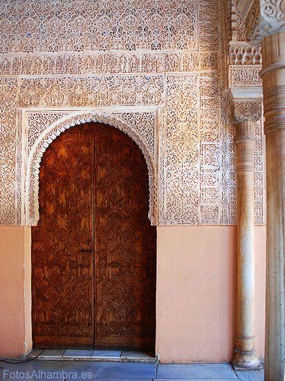 Puerta en el Patio de los Leones de la Alhambra