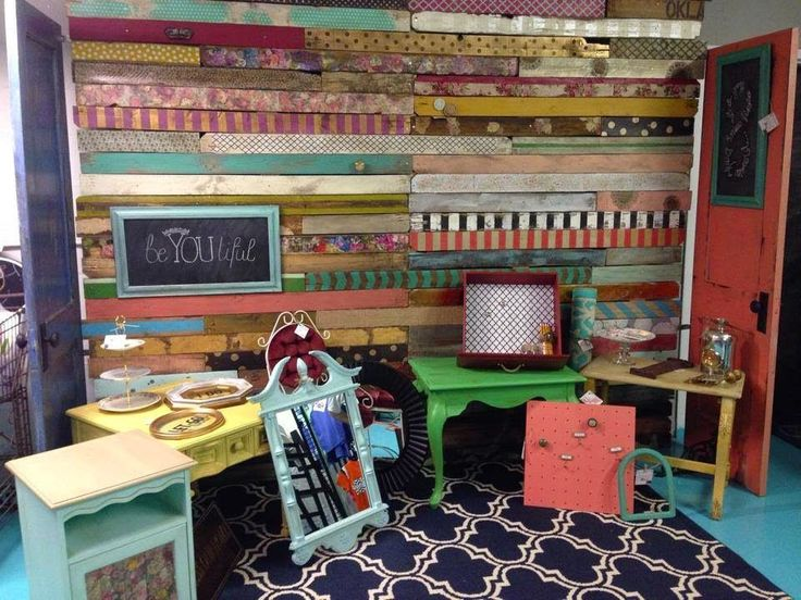A Fabulous Pallet Wall - from : On the Corner with Brooke and Steph -- vintageshowoff