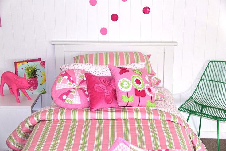 Simple, with pink & green, the Patersonrose Emma collection #patersonrose #girlslinen #girlsrooms #girlsbedroomdecor #kidsduvet #kidsdecor #childrensbedrooms