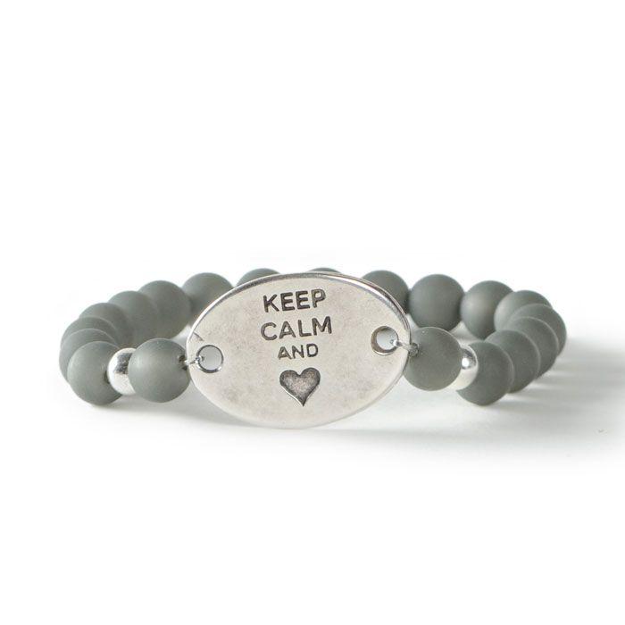 Keep calm and love! Anleitung für ein Armban dmit Liebesbotschaft mit Polarisperlen und Armbandverbinder von Glücksfieber.
