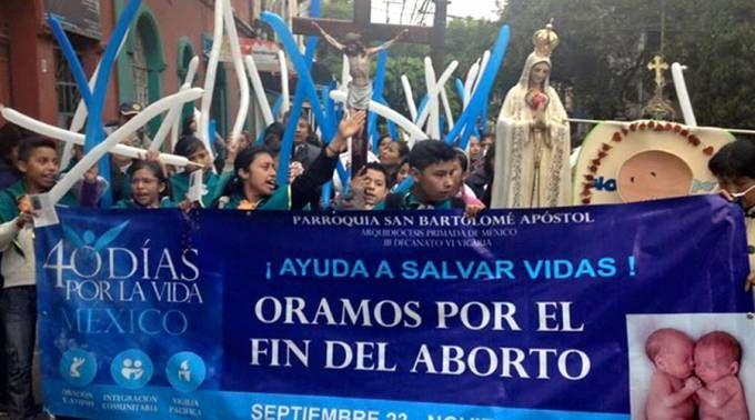 . . México: Mil voluntarios rezaron 40 días ante clínicas de aborto y esto fue lo que lograron . MÉXICO D.F., 23 Nov. 15 / 06:28 pm (ACI).- Unos mil voluntarios rezaron durante 960 horas (40 días) ...