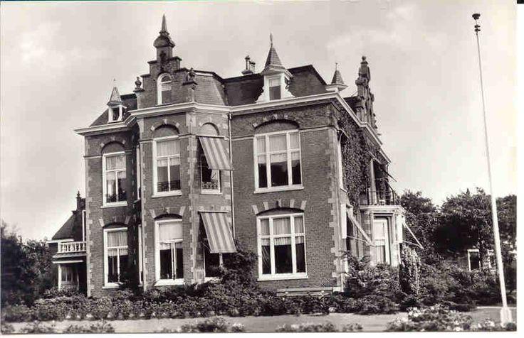Foto van Villa de Clerk te Veenwouden uit ca 1960/70