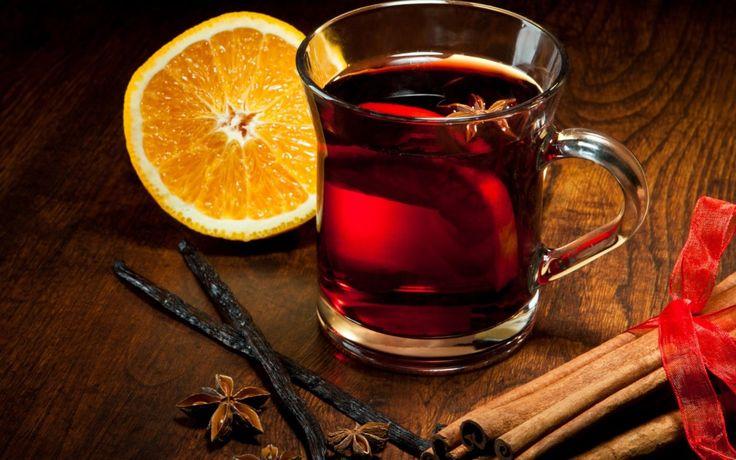 В фирменном интернет-магазине «Николаев и сыновья» http://shop.nsons.ru/catalog/accessories/mulled-likur.. можно найти описание 2 замечательных наборов бодрящего, терпкого глинтвейна. Первый называется «Ликурия». В его составит входит красное и белое вино из линейки «Ликурия. Коллекция Эрмитажа», набор специй для глинтвейна, а также мёд «Разнотравье Лефкадии». Приглашайте друзей на вечерние посиделки.