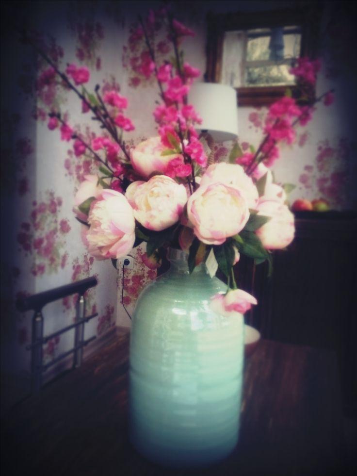 Από την καινούργια βιτρίνα μας, με πολύ αγάπη!!! #love  #flowers  #decoration