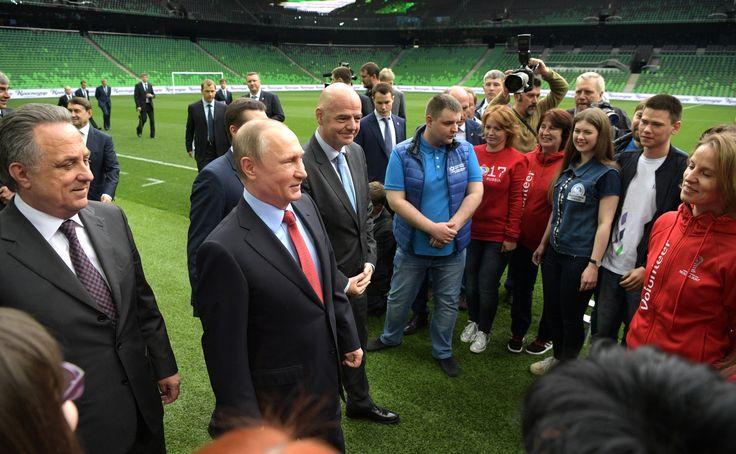 Посещение школы-интерната футбольного клуба «Краснодар»   Владимир Путин посетил «Академию ФК «Краснодар» – среднюю общеобразовательную школу-интернат, в которой готовят резерв для кубанской футбольной команды.   23 мая 2017 года 15:10   http://www.kremlin.ru/events/president/news/54548
