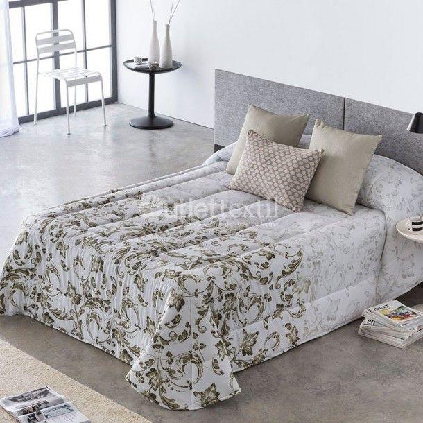 Edredón Conforter DARLIN de la firma Barbadella Home. Se trata de un diseño muy sencillo en el que aparece una cenefa en los pies de la cama