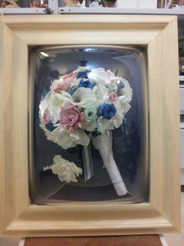 Bouquet de flores naturais preservadas enquadrado