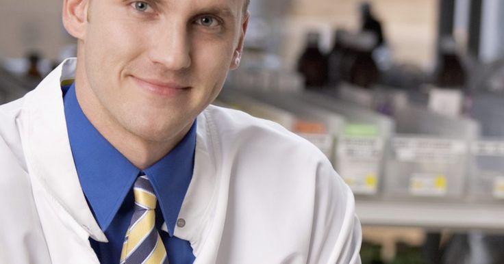 ¿Cuánto tiempo toma completar la carrera de farmacéutico?. Completar de forma exitosa el programa de carrera de farmacia hace que obtengas un Doctorado en Farmacia. Las universidades de farmacia preparan a los estudiantes para una variedad de carreras en el campo de la farmacéutica, incluyendo farmacias de atención al público, ventas farmacéuticas e investigación. La educación para una carrera en farmacia ...