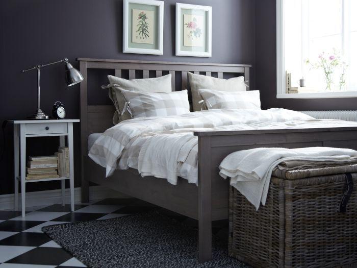 Ein Koffer Oder Eine Truhe Am Fussende Des Bettes Wie Byholma