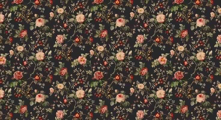 Som Törnrosa har vi väckt till liv en över hundra år gammal skönhet. Utifrån en originalskiss har vi tagit fram vackra blommor med underbart målade detaljer.