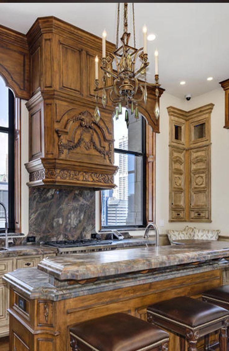Chicago premium penthouse: Metropolitan Tower with ornate kitchen