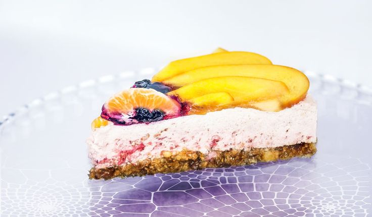 Rezept für eine leichte Low Carb Joghurt-Torte mit Früchten - kohlenhydratarm, kalorienarm, ohne Zucker und Getreidemehl