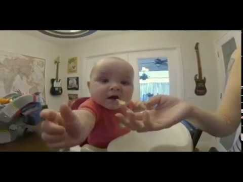 Video Lucu Bayi - Ekspresi Pertama Makan Telur