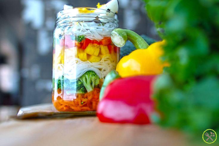 #PALEO #BOKAAL #SOEP: Een beetje kelp, miso en gember en je bent al op de goede weg om een lekker luchtig Japans getint soepje te bekomen in slechts 5 minuutjes tijd. Een heerlijke maaltijdsoep in een handige bokaal, vol met super food om je dag productief door te komen. Soup in a jar…