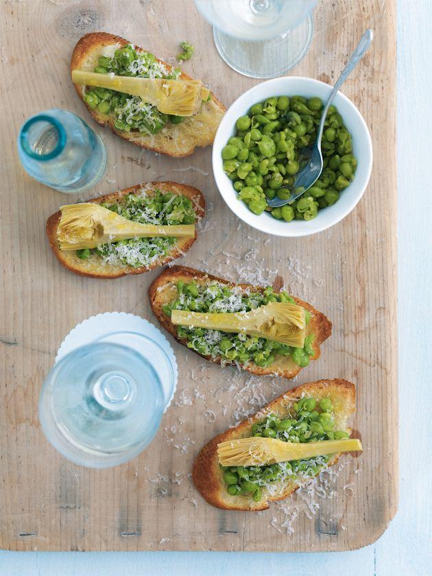 Crushed Pea And Artichoke Crostini ||| realfood.tesco.com/recipes/pea-parmesan-and-artichoke-crostini.html