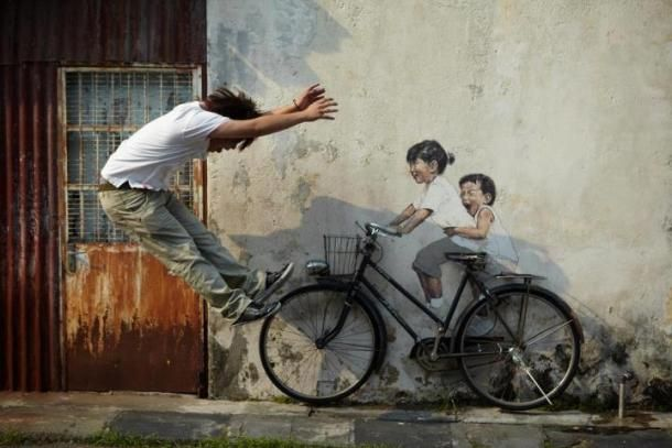 Malaysian street art comes to life as painter asks the camera-toting public to place themselves in the interactive work, then share their creations.