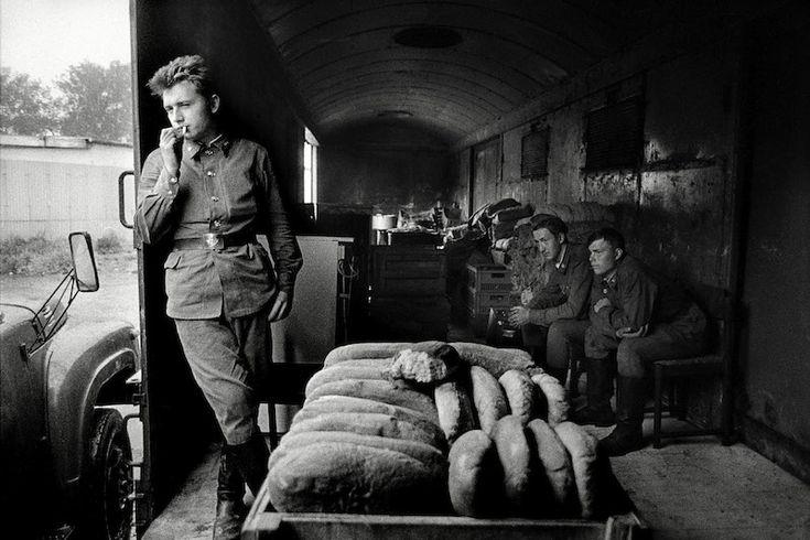 Polní kuchyně ve vlaku před odjezdem do Sovětského svazu, foto by Dana Kyndrová