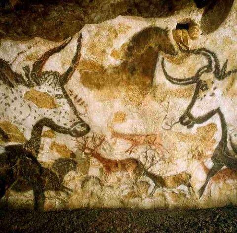 Pinturas rupestres são um dos poucos registros das vestimentas usadas na pré história.  Lascaux Cave art, france