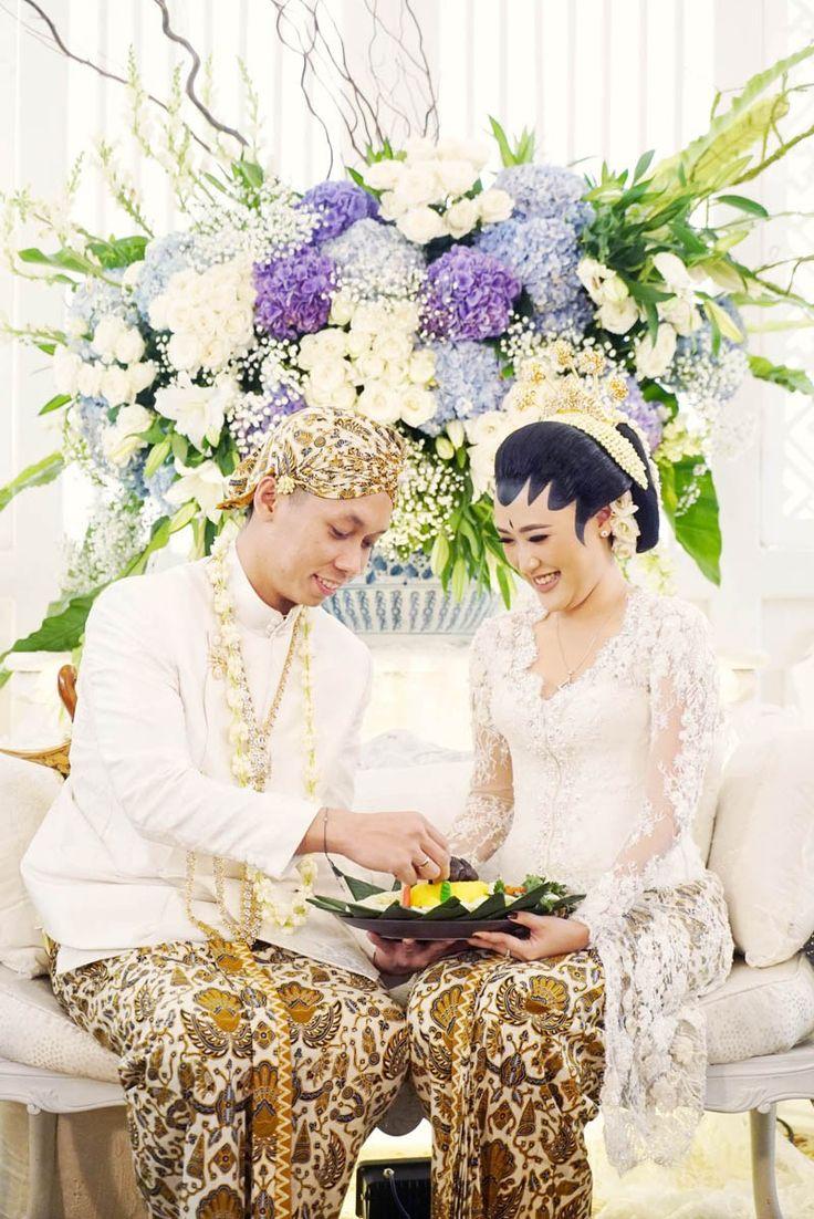 Homey and Intimate Javanese Wedding at Hotel Bidakara - DSC07282