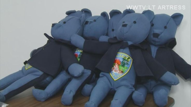 Woman makes teddy bears from old police uniforms for children dealing with trauma http://cstu.io/107303