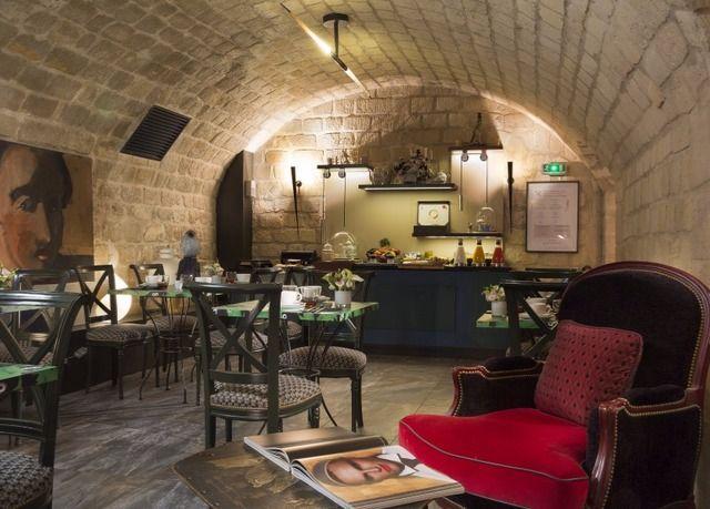 Pompös mit plakativem Dekor zum Leben erweckte Zimmer im Herzen der französischen Hauptstadt – inkl. Frühstück