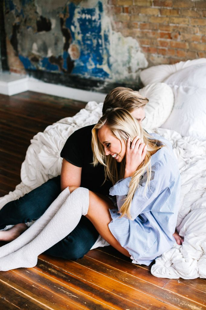 17 meilleures id es propos de s 39 amuser en couple sur pinterest photographie de couple. Black Bedroom Furniture Sets. Home Design Ideas