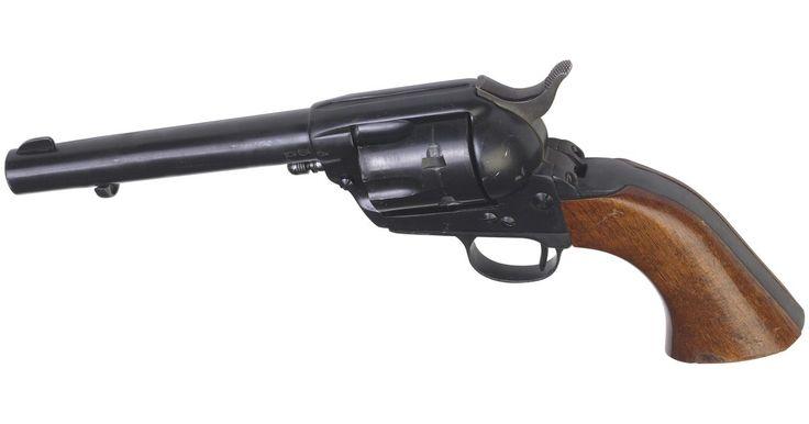 Como ajustar um cabo de revólver Smith & Wesson em um revólver tipo Colt. Nem todos os cabos de revólver Smith & Wesson podem ser adaptados a revólveres do tipo Colt. Primeiro de tudo, você precisará de um cabo firme, que seja quase um par perfeito do cabo existente que deseja trocar. Você também terá que usar o mesmo parafuso de fixação de cabo, para aumentar as chances do cabo Smith & Wesson se encaixar bem sem ter ...