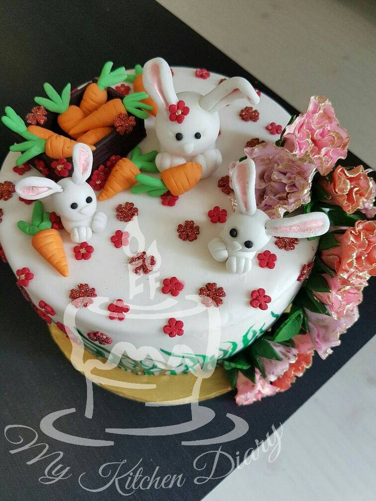 Fondant rabbit and carrots🐇 ideas for a kids novelty cake