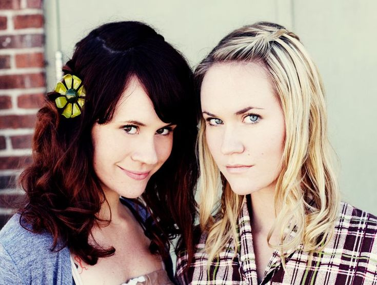 Love Emma's (the blonde) hairstyle