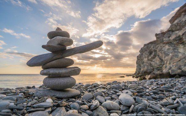Тур (также гурий) — искусственное сооружение в виде груды камней, часто конической формы.